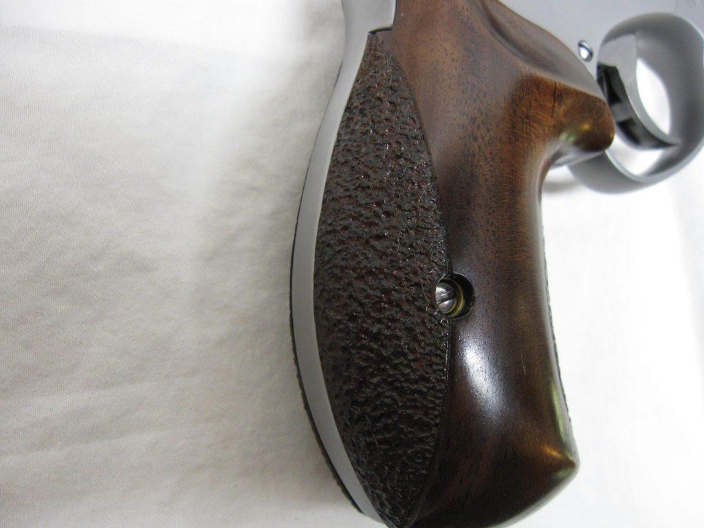 Custom Ahrends walnut grips on MA 686 Plus