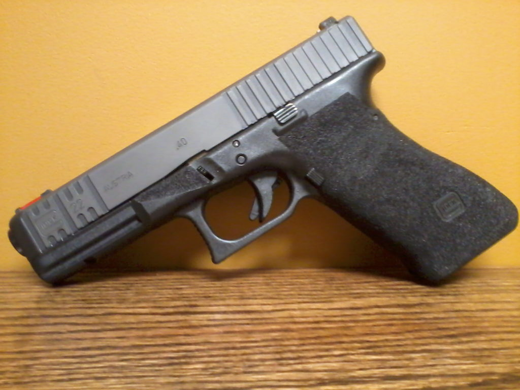 Front and extended rear cocking serrations (straight cut). Zinc Parkerizing. Full grip/frame modification on Glock 22.