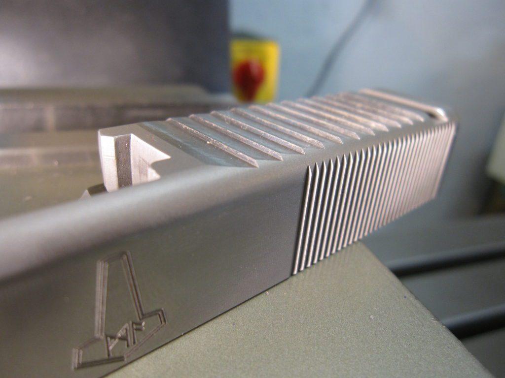Top slide serrations